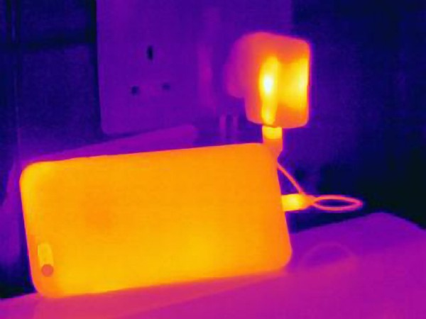 image of heat of charging phone: Joseph Giacomin/Cultura/HH.